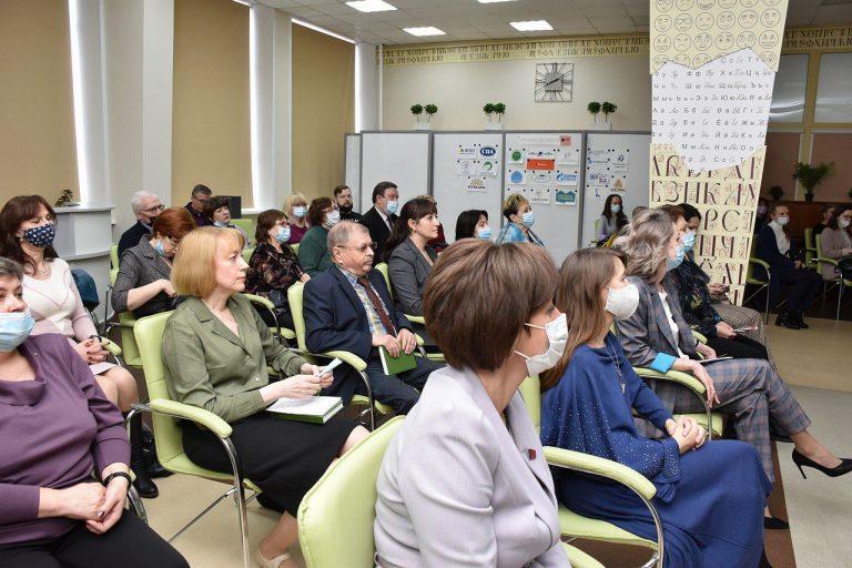 Историки АлтГУ приняли активное участие в работе фестиваля «Издано на Алтае»