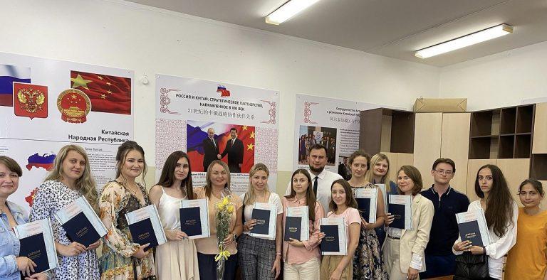 Вручение дипломов по программе «Переводчик в сфере профессиональной коммуникации»
